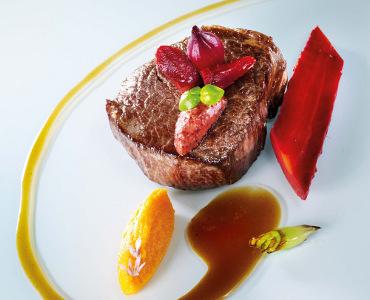 牛肉のフィレ、にんじんのピュレとカシスマスタード添え