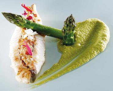 烤海鲂配芦笋与费洛(FALLOT)核桃味芥末酱